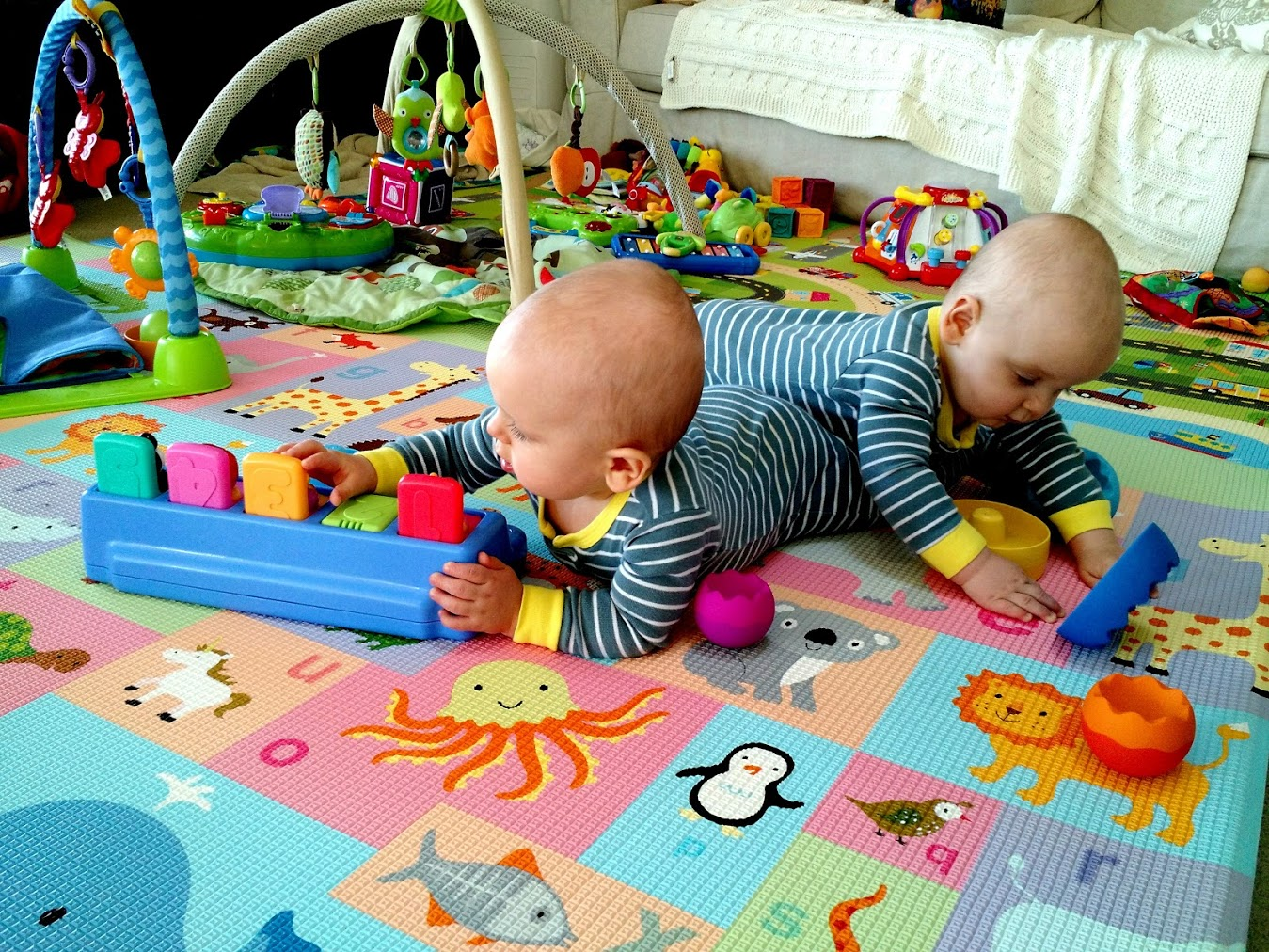 Toys For Twins : The best indoor activities for babies twins at months